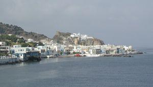 Le port de Mandraki dans l'île de Nissiros
